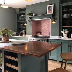Blush Pink Handmade Tile splashback with a bespoke, green deVOL kitchen Kitchen Dinning, Kitchen Decor, Kitchen Design, Pink Kitchen Interior, Pink Kitchen Walls, Devol Kitchens, Home Kitchens, Pink Kitchens, Open Plan Kitchen