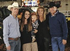 Bubba Strait & wife Tamara, Their son George Strait III (Harvey), and Norma & George at the 2013 Team Roping Classic in San Antonio. Country Music Concerts, Country Music Artists, Country Music Stars, Country Singers, George Strait Family, Cowboys And Indians, Country Men, King George, American Singers