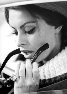 Perfect eyeliner. Sophia Loren.