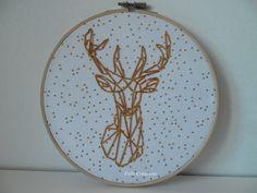 Tambour / cercle à broder, cadre rond cerf doré origami : Décorations murales par feliz