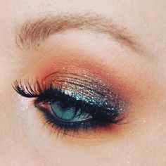 Instagram @suus_eva Glam Halloween eyeshadow Makeup look Morphe 350 palette Urban Decay Moondust palette