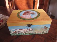 caixa ointada para caçadores Alice, Decorative Boxes, Home Decor, Painted Mailboxes, Paintings, Homemade Home Decor, Interior Design, Home Interiors, Decoration Home
