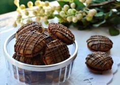 PALEURI CU CAFEA Waffles, Biscuits, Almond, Muffin, Sweets, Breakfast, Food, Ornament, Crack Crackers