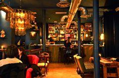 La Conserverie - 37 bis rue du sentier, Paris 75002 Décor magnifique, cocktails délicieux et petites assiettes (fromages, charcuteries...) à partager. Pensez à réserver et prenez le cuncumber martini, un délice !