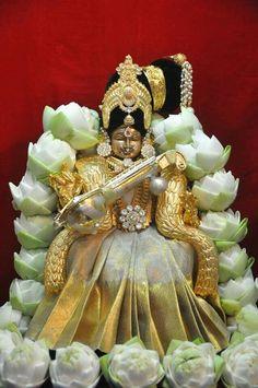 Shethambaradhare devi in silver white mahalaxmi Saraswati Goddess, Shiva Shakti, Shri Ganesh, Krishna Art, Hare Krishna, Kali Hindu, Hindu Statues, Lord Balaji, Hindu Deities