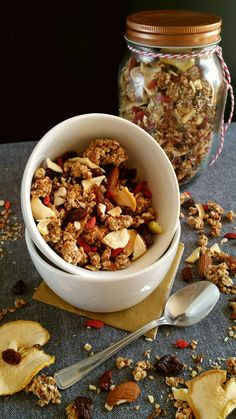 Granola de Noël : pommes, baies de goji, amandes, graines de lin.