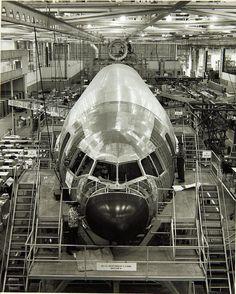 Long Beach; İlk  DC-10 üretim hattında