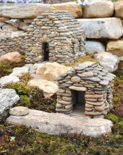 Miniatures | StoneworkbyStephens  There's so many crafts that you can do with rocks. It's incredible, creative and doesn't cost you anything to make except for the glue that holds the rocks together! Let me know if any of you have tried this before and what you used for glue. Looks like a lot of fun!