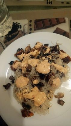 **La photo n'est pas top** Vermicelles de riz au champignon accompagné d'une sauce maison inspirée 🤣 Stuffed Mushrooms, Vegetables, Food, Mushroom Rice, Homemade Sauce, Dish, Stuff Mushrooms, Veggie Food, Vegetable Recipes
