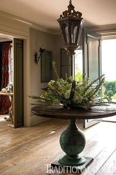 An antique pedestal table in the foyer sets the home's casual tone. - Photo: John Bessler and Jonathan Wallen / Design: Susan Hurwitt, Victoria Cameron, and Capucine Gooding.