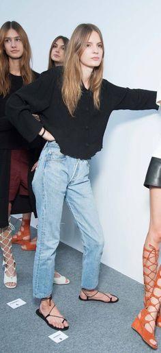 Mom jeans. #minimal #minimalistgigi | Minimalist GiGi // GiGi