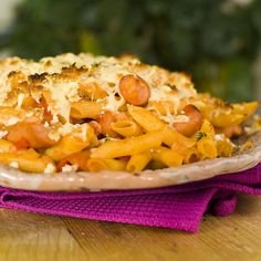 Pasta with tomatoes, cheese and sausages Norwegian Food, Norwegian Recipes, Pasta Recipes, Spaghetti, Tasty, Cheese, Sausages, Tomatoes, Dinners