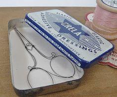 Louise Dawn Wilson's wirework in vintage tin. Louise Wilson, Wire Art Sculpture, Art Fil, Wire Drawing, Assemblage Art, Vintage Tins, Wire Crafts, Wire Work, Scissors