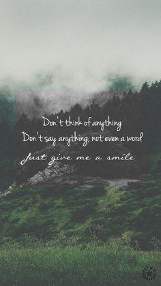 Não pense em nada Não diga nada, nem mesmo uma palavra Apenas me dê um sorriso