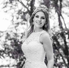 Foto linda da nossa noivinha @laravanderput  com brincos #mairabumachar #semprelinda #noivasmb #noiva #bride #bridecollection