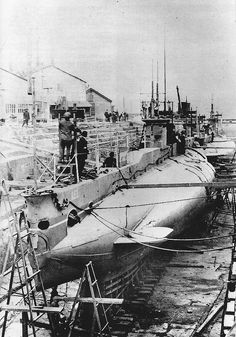 and AE 2 were E Class subs transferred to RAN. AE 1 one was lost in the Solomons. was lost in the Sea of Marmara in Royal Australian Navy, Navy Man, D House, Navy Ships, Submarines, Model Ships, Battleship, Sailing Ships, Past