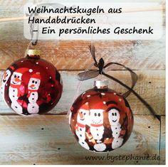 Weihnachtskugeln mit Handabdruck