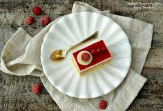 White chocolate and raspberry cake Raspberry Cake, White Chocolate, Cakes, Tableware, Desserts, Dinnerware, Dishes, Deserts, Pastries