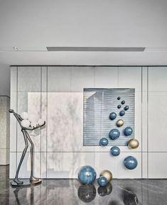 极致白意境,空间设计中的匠人精神 | 大研建筑设计-建e室内设计网-设计案例 Wall Sculptures, Sculpture Art, Stair Art, Instalation Art, Deco Paint, Corporate Interiors, Commercial Interior Design, Contemporary Artwork, Hallway Decorating