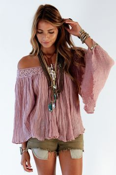 Te dejamos con algunos ejemplos de #prendas para mostrar los #hombros súper lindas! http://www.adoleteen.com/entretenimiento/moda-atuendos-para-mostrar-los-hombros/