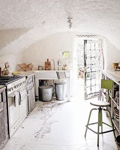 Josephine Ryan's kitchen is one of the sweetest kitchens I've stepped foot in. Josephine Ryan's book, French Home is one of my favorite books. and I loved being able to see her beautiful home in person. Warm Kitchen, Rustic Kitchen, Beautiful Space, Beautiful Homes, Minimal Decor, Good Housekeeping, Muted Colors, Beautiful Interiors, Modern Rustic