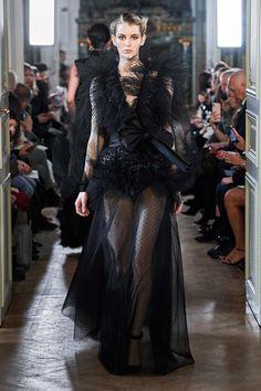 Elie Saab Fall 2019 Ready-to-Wear Fashion Show - Vogue Haute Couture Gowns, Style Couture, Couture Fashion, Runway Fashion, Vladimir Putin, Balmain, Elie Saab Printemps, Elie Saab Bridal, Dolly Fashion
