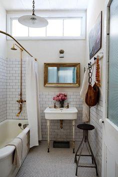 Bathroom Inspo, Bathroom Inspiration, Interior Inspiration, Bathroom Ideas, Vintage Bathroom Decor, Vintage Bathrooms, Bathroom Trends, Bathroom Organization, Cottage Bathroom Design Ideas