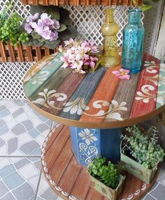 Plans of Woodworking Diy Projects - Creative Beginners Friendly Woodworking DIY Plans At Your Fingertips With Project Ideas, Tips and Tricks Get A Lifetime Of Project Ideas & Inspiration! Wooden Spool Tables, Cable Spool Tables, Wooden Cable Spools, Spools For Tables, Cable Spool Ideas, Wooden Spool Projects, Wooden Cable Reel, Repurposed Furniture, Painted Furniture