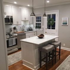 41 Best Kitchen Cabinet Styles for Your Home Decor Small Kitchen Remodel Cabinet Decor Home Kitchen Styles Diy Kitchen Remodel, Home Decor Kitchen, New Kitchen, Decorating Kitchen, Awesome Kitchen, Kitchen Renovations, Small Kitchen Remodeling, Kitchen Island For Small Kitchen, Country Kitchen