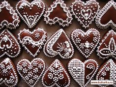 Gingerbread hearts from Slovakia - Pepparkakshjärtan från Slovakien Ginger Cookies, Iced Cookies, Cute Cookies, Cookies Et Biscuits, Cupcake Cookies, Cupcakes, Christmas Gingerbread House, Christmas Treats, Christmas Baking