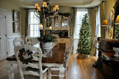 Christmas Home Tour 2016 – Dining Room. GORGEOUS! The Endearing Home blog.