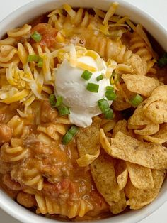 Ground Beef Chili is a fun variation to classic chili! Loaded with beef seasonings tomatoes pinto beans and tender pasta. Best part is the homemade queso sauce in the ground beef chili! Beef Chili Recipe, Chilli Recipes, Mexican Food Recipes, Soup Recipes, Cooking Recipes, Vegetarian Recipes, Ground Beef Chili, Soup With Ground Beef, Ground Beef Recipes