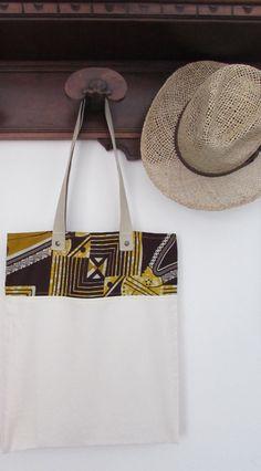 Borsa in tela di cotone e stoffa africana, shop bag stoffa africana, wax africano giallo marrone beige con manico beige. Pezzo unico.