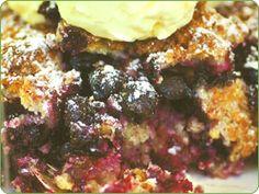 Blackcurrant deep-dish crumble - Yates