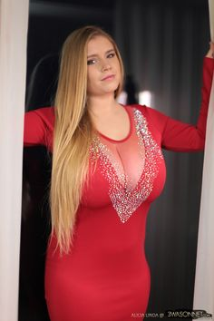 Alicia Linda. Gorgeously Curvy. #plussize #curvy #sexy #stacked #fullfigured