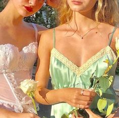 Image discovered by — vong , jenna . Find images and videos about girl, vintage and outfit on We Heart It - the app to get lost in what you love. School Looks, Mode Style, Style Me, Girl Style, Designer Sneakers, Glamour, Mode Vintage, Vintage Style, Looks Cool