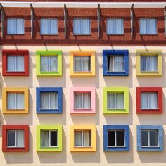 <p>Through his photo project shared on his Instagram, Turkish architect Yener Torun takes us to rarely seen Istanbul, where the discovery of unusual and colorful architecture that despite what we usua