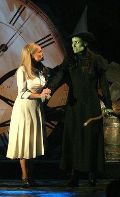 """Kristin Chenoweth and Idina Menzel performing """"Defying Gravity"""" at the 2004 Tony Awards."""