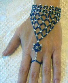 Free Seed Bead Bracelet Instructions/Thanks Gemma! It's a good example of how sometimes not having things . Beaded Bracelet Patterns, Beading Patterns, Free Seed Bead Patterns, Stitch Patterns, Slave Bracelet, Ring Bracelet, Peyote Bracelet, Seed Bead Bracelets, Seed Beads