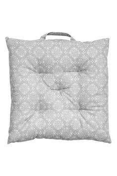 Wzorzysta poduszka na krzesło