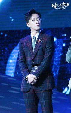 161128 Hangeng @ BAZAAR Men Of The Year 2016 event cr:韩庚吧北京分会 Siwon, Leeteuk, Heechul, Super Junior, Korean People, Last Man Standing, Year 2016, Kpop, Boys