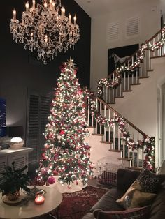 48 Beautiful Farmhouse Christmas Tree Design Ideas To Copy Right Now