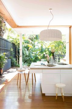 Creating a seamless connection between the indoor and outdoor spaces is a core part of Australian home design, so here are 12 ideas for creating the ultimate entertaining zone. Indoor Outdoor Kitchen, Outdoor Kitchen Design, Outdoor Spaces, Outdoor Kitchens, Outdoor Ideas, Rustic Outdoor, Outdoor Plants, Tropical Houses, Tropical Backyard
