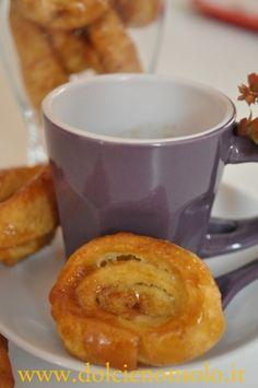 Le tagliatelle dolci caramellate sono dei dolcetti che vengono preparati nei periodi di festa.