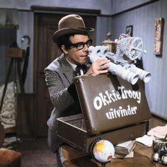 Het koffertje van Okkie Trooy...als hij hem opende zaten er krentenbollen in....óf niet! Dit was een van mijn favorieten.