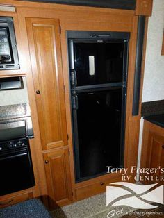 2012 Used Forest River Blue Ridge 3600RS Fifth Wheel in Iowa IA.Recreational Vehicle, rv, 2012 Forest River Blue Ridge 3600RS, This unit has Hydraulic Ram Powered Super Slide Room Expander with Two Deluxe Swivel Rocker Recliners and Table with 4 Chairs, Rear Deluxe Air Hide a Bed Sofa, Mid Kitchen Slide out, Front King Standup Bedroom Slide Out with TV Cabinet, and Side Bathroom with Shower and Skylight.