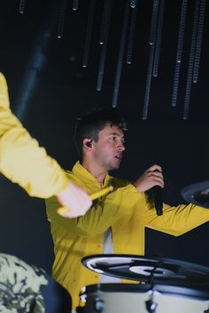 Implicit Demand for Proof — 📸 by Emma McIntyre (Getty Images) Men Aint Shit, Twenty One Pilots Aesthetic, Joshua William Dun, Tyler Joseph Josh Dun, Staying Alive, Music Bands, Cool Bands, Music Artists, The Dreamers