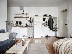 Hej kompisar ! Who says small can't be beautiful? This 1920's 27 metre square (290 foot square) studio apartment in Gothenburg, Sweden is a...