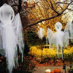 diy quick tulle ghosts outdoor halloween decorations