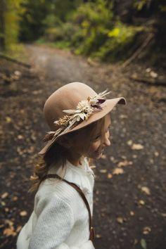 #photographie #photography #mariage #wedding #boheme #nature #manondebeurmephotographe Hats, Nature, Photography, Wedding, Fashion, Weddings, Valentines Day Weddings, Moda, Naturaleza